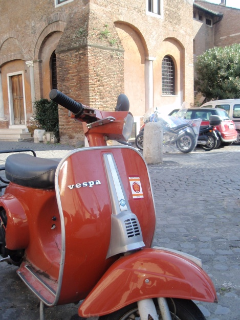 red-vespa-in-piazza